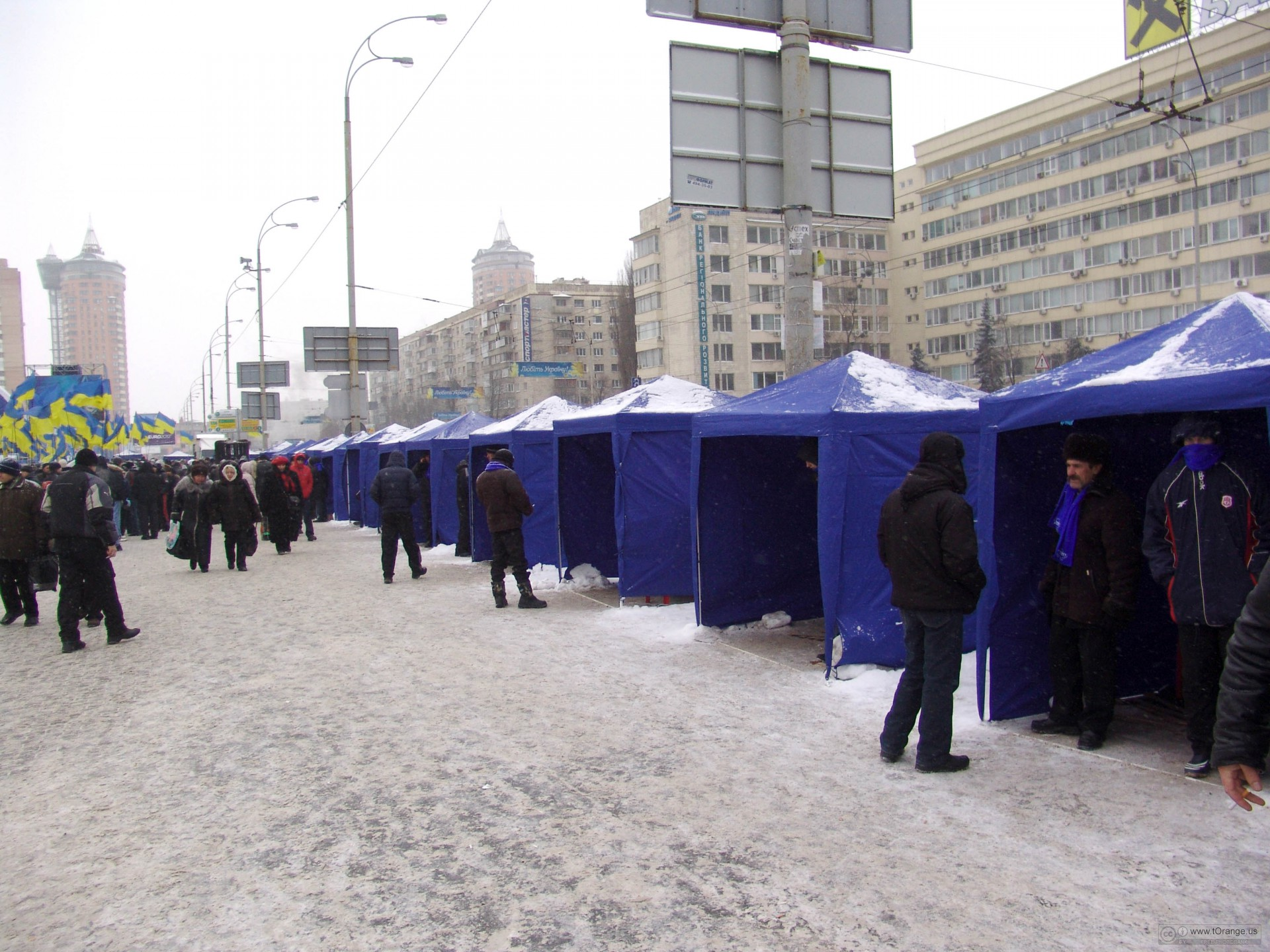 Tents for Yanukovych in Kiev on the area of Lesya Ukrainka